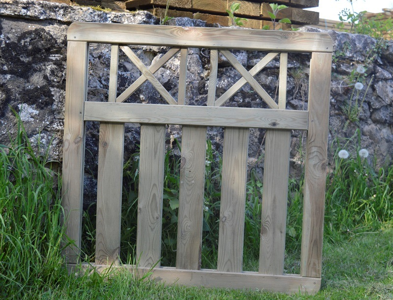 Timber-Garden-Gate-with-cross-hatch-pattern