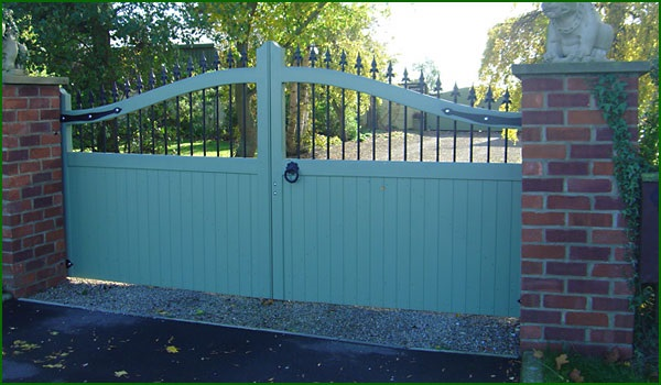 Timber-and-Steel-Driveway-Gates