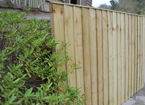 Feathered-Edge-Fencing